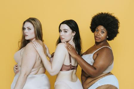 Belles femmes rondes avec une bonne image corporelle Banque d'images