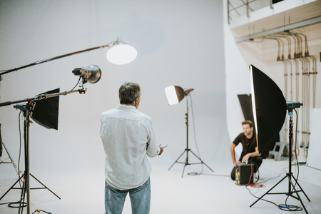 Artist in the studio with lighting equipment Imagens