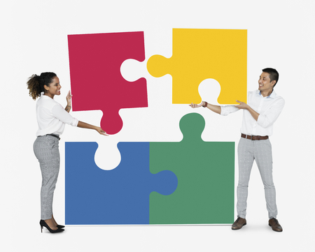 Businesspeople connecting jigsaw puzzle pieces Banque d'images