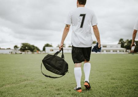 Jugador de fútbol listo para practicar