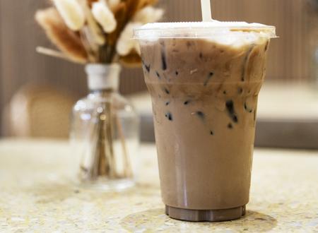 Take away iced coffee drink Standard-Bild - 115861842