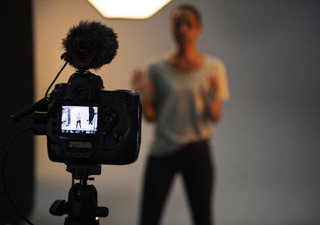 Actriz frente a la cámara en una audición Foto de archivo