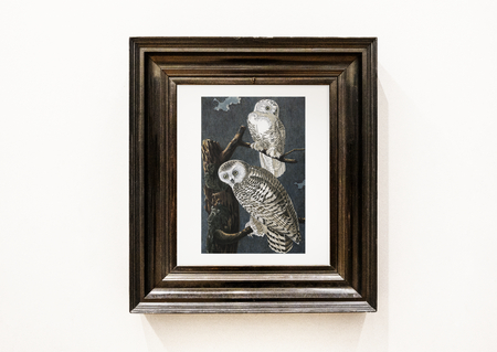 Painting of owls in a wooden frame 写真素材 - 115932287