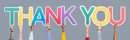 Ręce trzymające słowa dziękuję