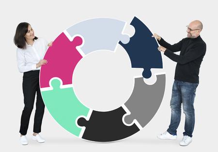 Partners collaborating in making a circle 版權商用圖片