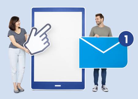 People sending a message via a tablet Reklamní fotografie - 117114782