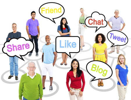 Group of multi-ethnic people in a connection themed picture with speech bubbles with social networking themed words. Banque d'images - 117606272