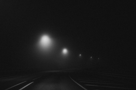 Carretera curva en la noche Foto de archivo