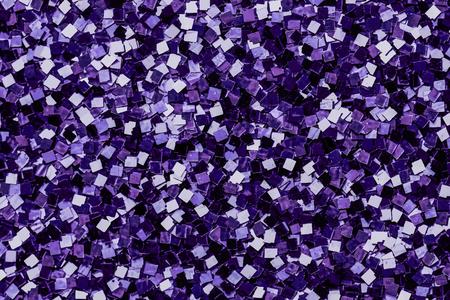 Strukturierter Hintergrund mit glänzenden lila Pailletten
