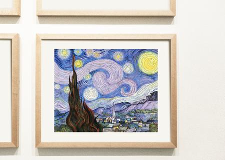 Verzameling kleurrijke kunstwerken aan de muur Stockfoto