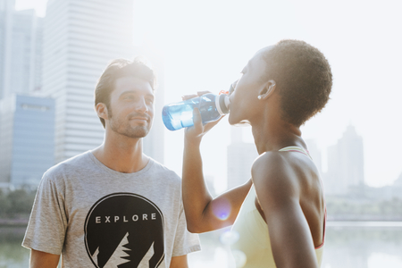 Fitness couple drinking water after workout Imagens - 118913836