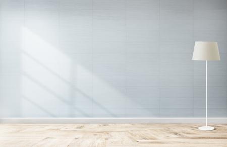 Lampe contre une maquette de mur bleu