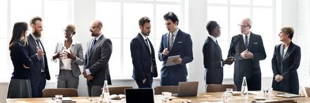 Diversos empresarios en una reunión