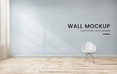 Silla blanca contra una maqueta de pared azul Foto de archivo