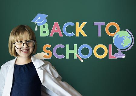 Girl back to school 版權商用圖片