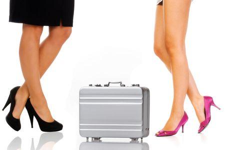 pantimedias: Hermosas piernas de la mujer de negocios con el malet�n