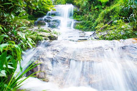 th�?¨: Lun Tha Que Cascada En Doi Suthep - Pui Nacional