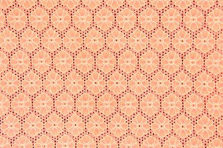 hilo rojo: Encajes melocot�n se sienta maravillosamente en el fondo