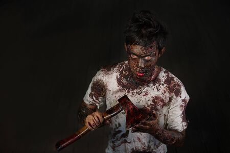 decaying: Scary zombies with an ax