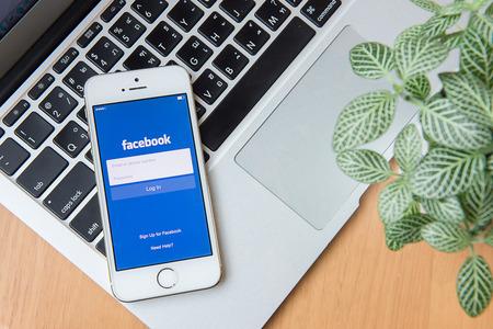 social networking service: CHIANG MAI, Tailandia - el 24 de junio 2015: Facebook es un servicio de redes sociales en l�nea, fundada en febrero de 2004 por Mark Zuckerberg con sus compa�eros en la universidad y ahora es una compa��a Fortune 500
