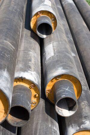 tuberias de agua: Una pila de nuevas tuber�as de agua, se centra en dos m�s cercanos plenamente visibles los fines de culata.