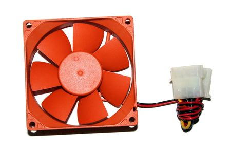 Oranje Fan en stroomkabel over een witte achtergrond Stockfoto