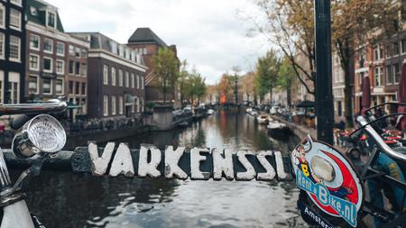 Canal Varkenssluis in Amsterdam, rent bikes