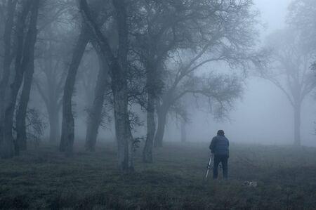 霧の中の写真家 写真素材