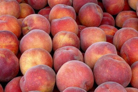 Peaches At Market Imagens