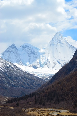 sneeuw bergen: Snowy Mountains in Yading, Daocheng county, Ganzi district, Sichuan province, China