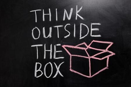 """Krijttekening - concept van """"denken buiten de box"""""""