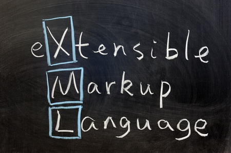 extensible: Escribir con tiza - XML, lenguaje de marcado extensible Foto de archivo