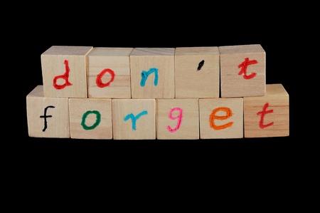 recordar: No se olvide de las palabras en el grupo de cubo de madera Foto de archivo