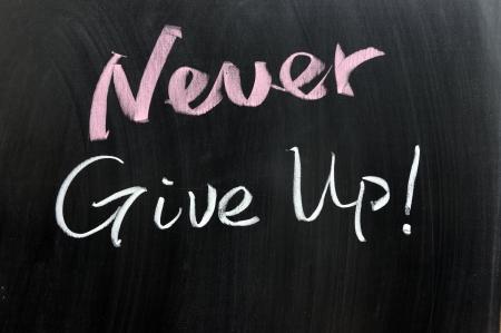 nunca: Nunca te rindas palabras escritas en la pizarra