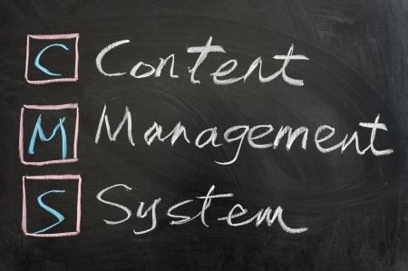 CMS は、コンテンツ管理システム、黒板に書かれました。