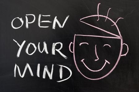 Open your mind Konzept Kreidezeichnung auf der Tafel