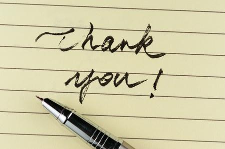 罫線入り用紙でそれをペンで書かれた言葉をありがとう