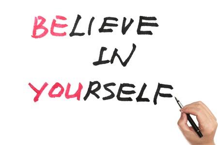 believe: Sea usted y creer en ti mismo las palabras escritas en la pizarra Foto de archivo