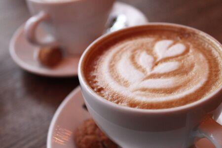 tazza con cappuccino cremoso