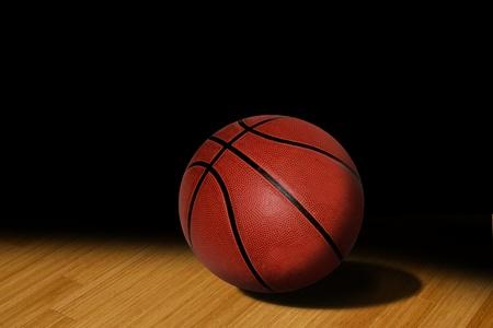 バスケット ボールの床にスポット ライトで
