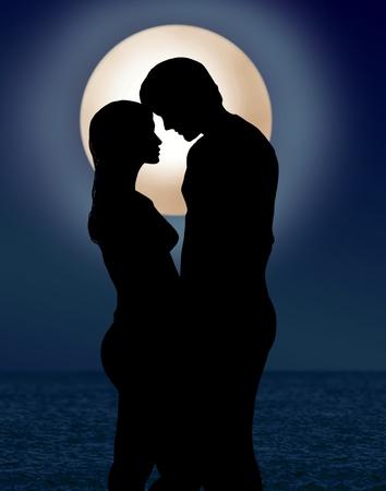 silhouettes lovers: par en el romance luz de la luna