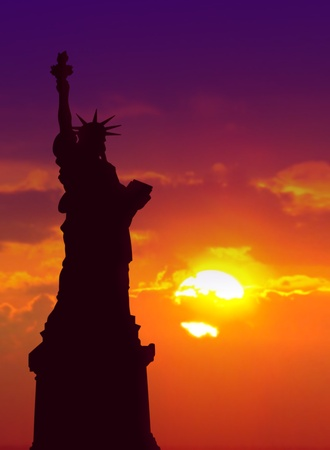 hudson river: Lady liberty at sunset