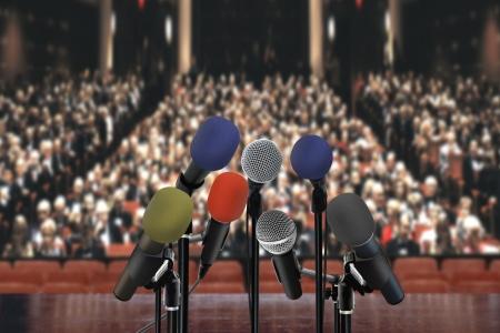 ホールでのスピーチ