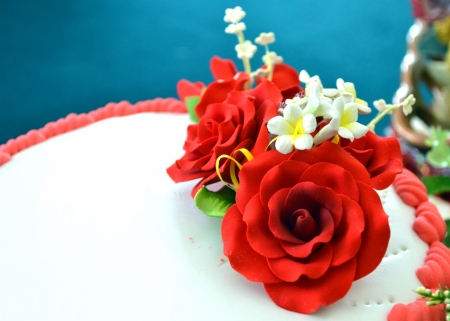 rose bud: Wedding cake with roses Stock Photo