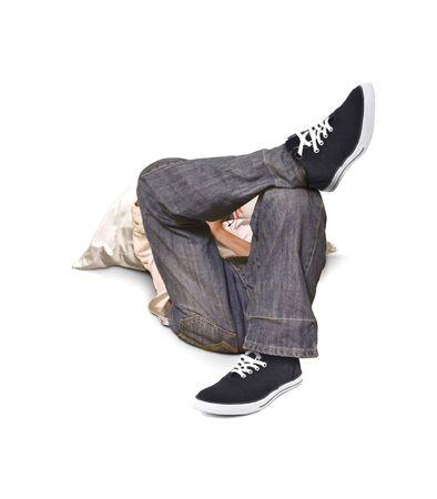 cross leg: Ni�o acostado en el suelo con la pierna cruzada