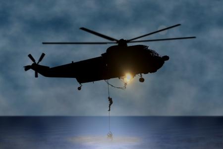 헬기로 바다에서 사람 구출