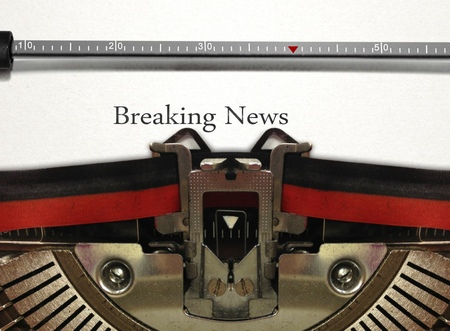 breaking up: Typewriter with Breaking News