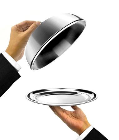 podnos: Číšník holding talíř s Open Cover Reklamní fotografie