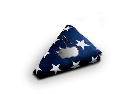 Gevouwen Amerikaanse vlag met militaire dog-tag