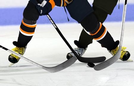 hockey sobre hielo: Los jugadores de hockey sobre hielo pista Foto de archivo